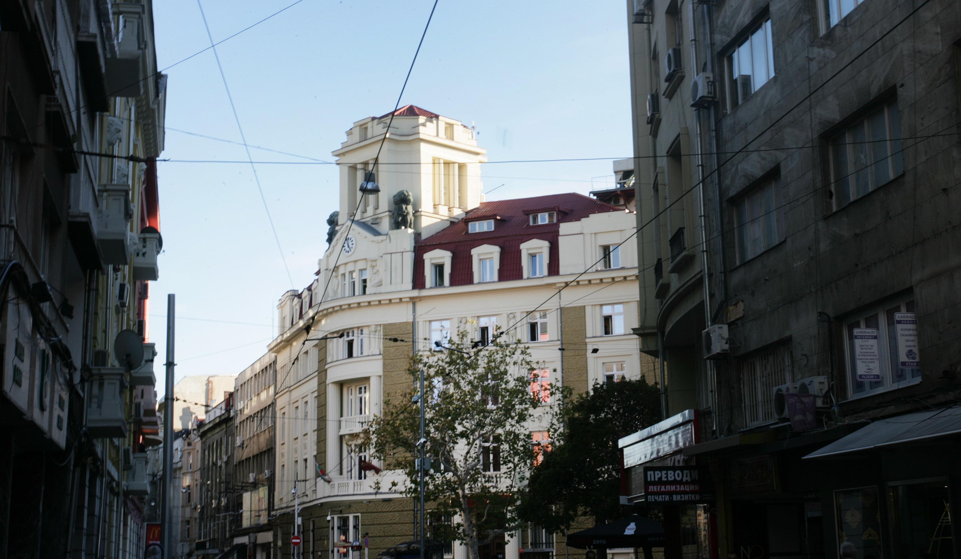 """Българска търговска банка, ул. """"Граф Игнатиев"""" 10 и ул. """"Ангел Кънчев"""" (1921), известна като банката на Буров, построена от арх. Димо Ничев, Фингов и Юруков."""