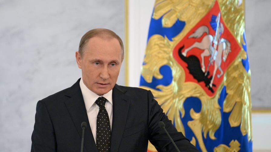"""""""Гардиън"""": Путин прикрива провалите със злъчни критики"""