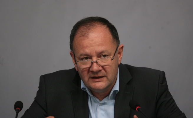 Миков прогнозира оставки на министри преди Коледа