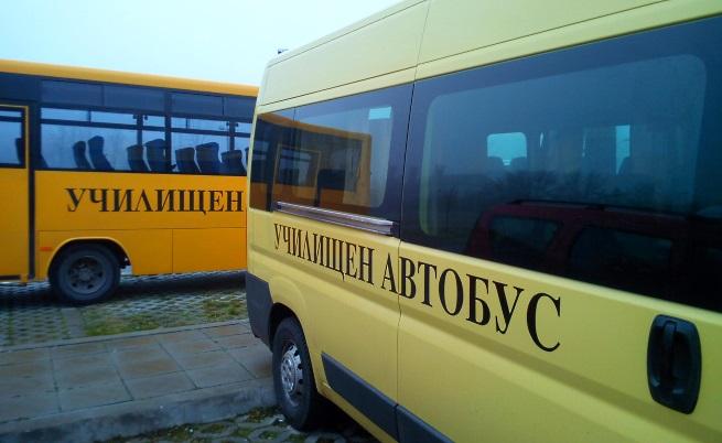 """С тези автобуси дойдоха децата от цялата страна в зала """"Арена Армеец"""""""