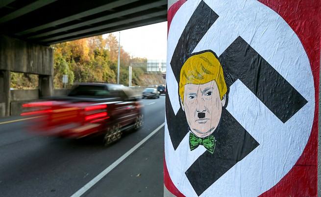 В Атланта се появиха плакати с Доналд Тръмп като Хитлер на фона на свастика