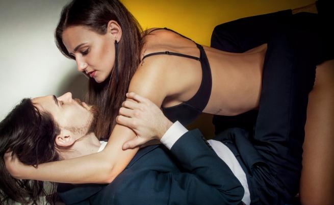 Скорпион и Близнаци.<br /> Сексуално те могат да се търпят, но това не е всичко. Трябва да се правят много уговорки и от двете страни. Близнакът приема всичко твърде леко за напрегнатия скорпион. Скорпионът е установен, докато близнакът е променлив и изменчив. Близнакът е с изострен интелект и обича да се показва по всеки повод в обществото. Скорпионът смята, че това е безполезно загубено време. Колеблива връзка и труден брак.