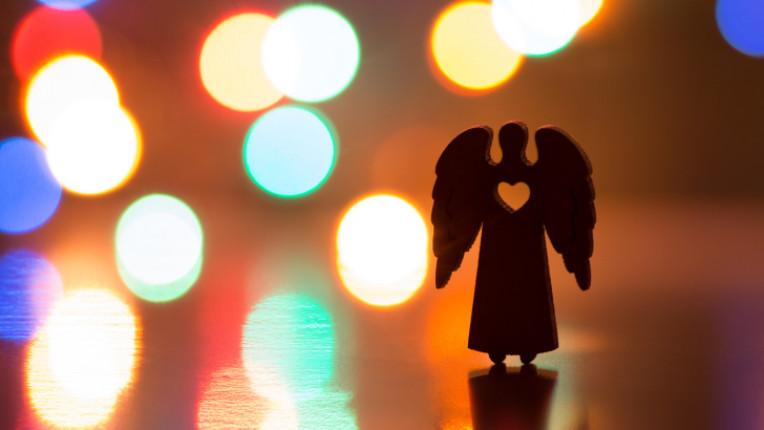 Коледа ангел