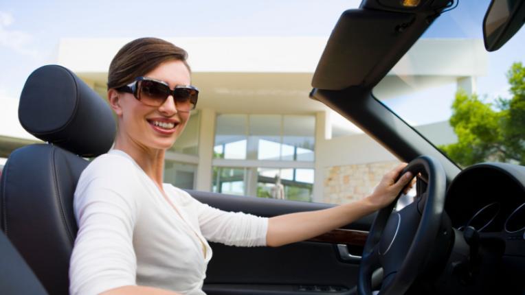 кола жена шофиране
