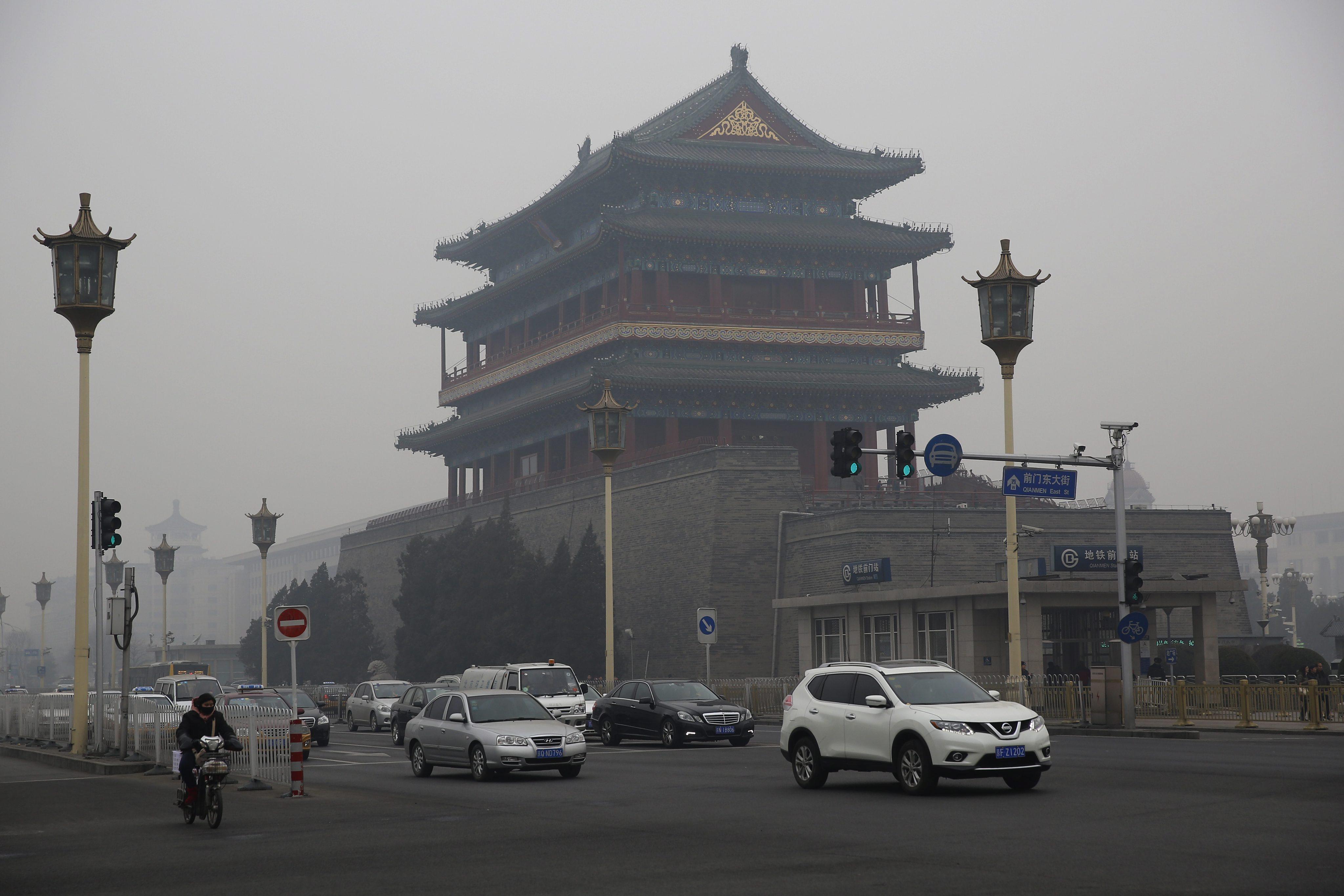 Китайския Национален метеорологичен институт съобщи, че смогът ще се разпростира от град Сиан през Пекин до Шънян и Харбин в североизточната част на страната.