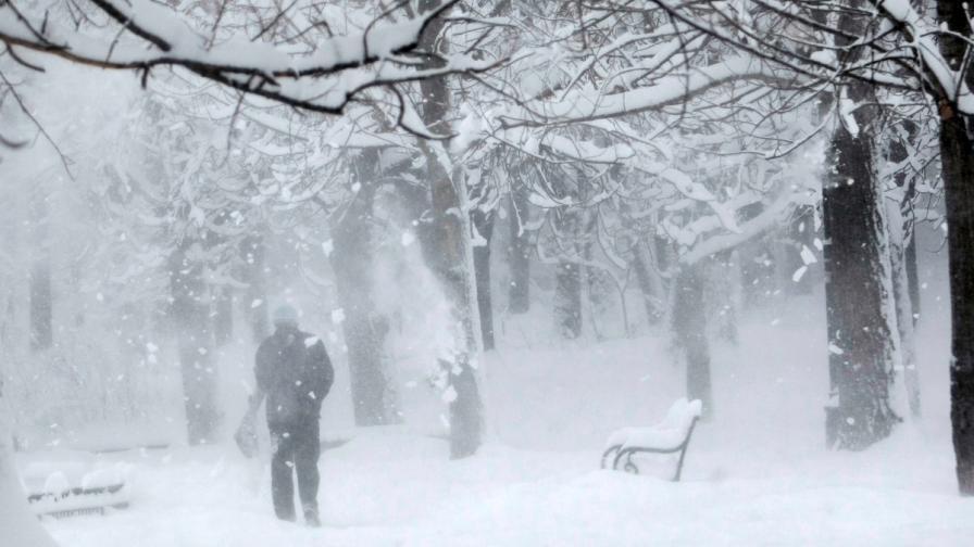 Сняг вали в цяла България, вижте ситуацията по области