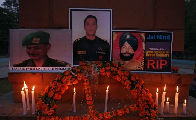 Атаката срещу индийска военна база продължава втори ден