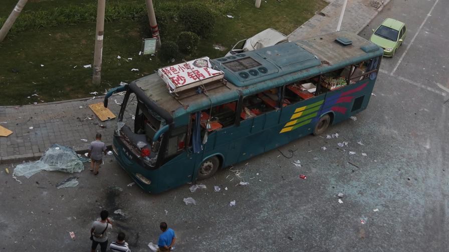 Издирват китаец изгорил 14 души в автобус