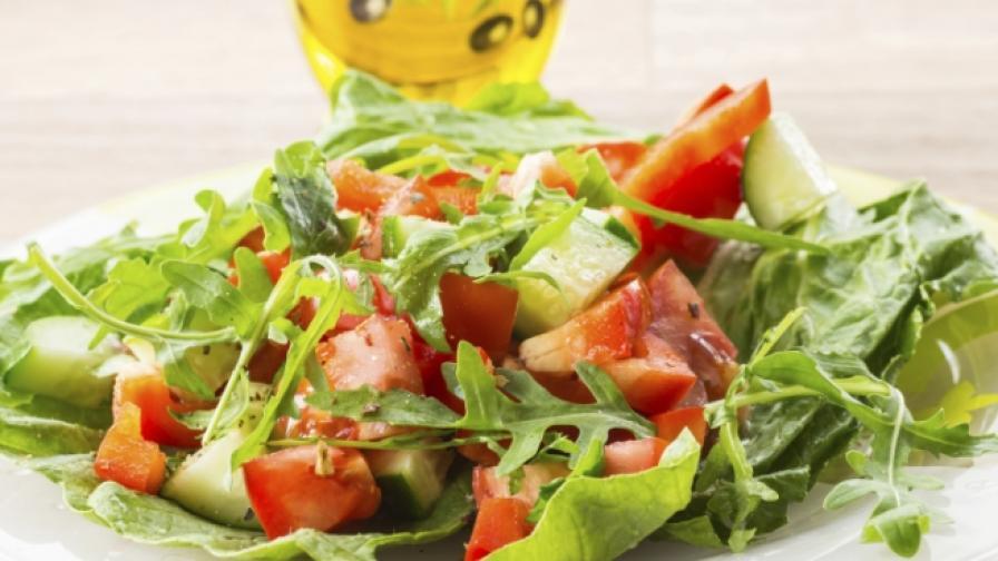 Как да си приготвим лека и вкусна следпразнична салата