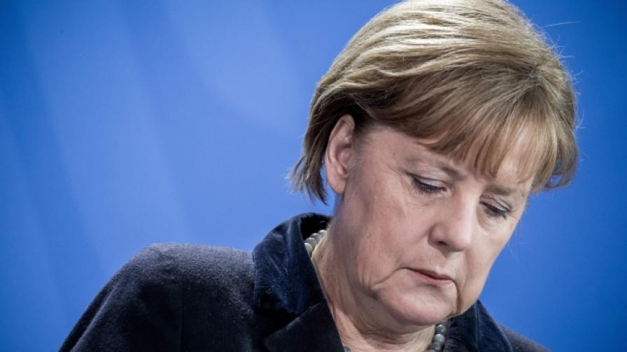 Все по-малко германци подкрепят Меркел и бежанците