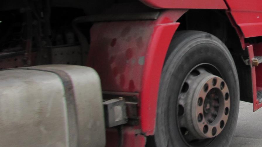 Хванаха българин със 106 сирийци в камиона
