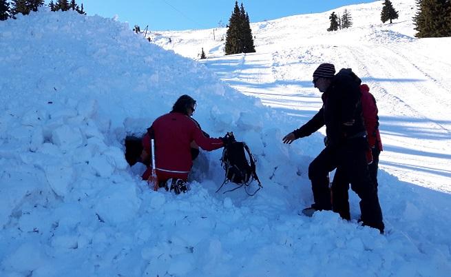 Планинската спасителна служба на БЧК симулира спасяване хора при в лавина