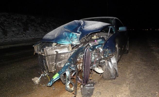 Лек автомобил БМВ с регистрация от Монтана се заби тази нощ и събори стълб на уличното осветление в Благоевград, водачът избяга.