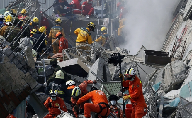14 загинаха, а над 500 са ранени след труса в Тайван