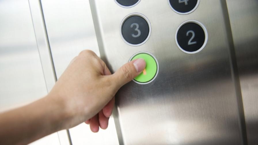 От днес спират асансьорите без телефон