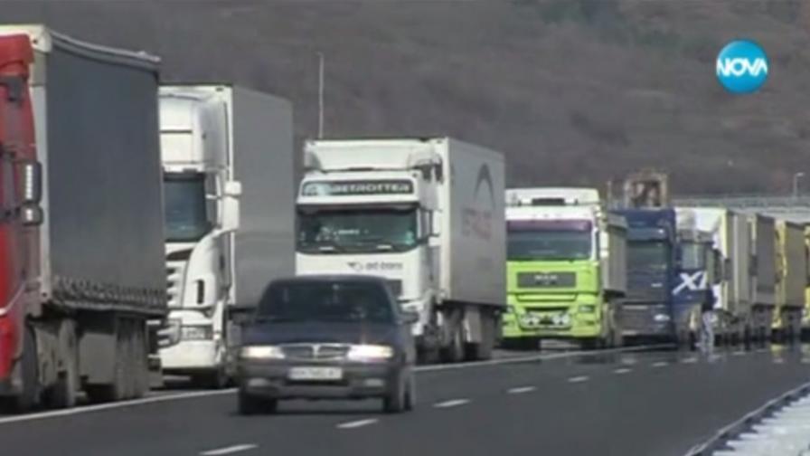 """Опашка от камиони дълга 12 км на ГКПП """"Кулата"""""""
