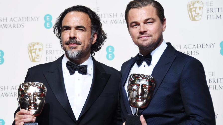 Режисьорът Алехандро Иняриту и актьорът Леонардо ди Каприо с наградите си