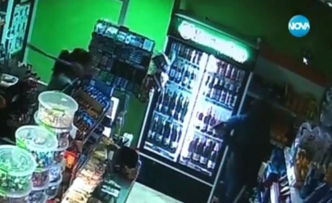 Продавачка обезвреди въоръжен крадец с дръжка на парцал