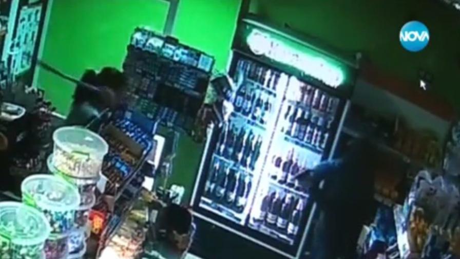 Продавачка обезвреди въоръжен крадец