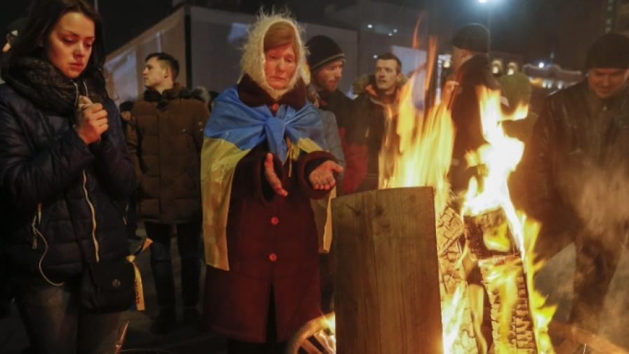 Напрежение в Киев, палят гуми и контейнери за боклук