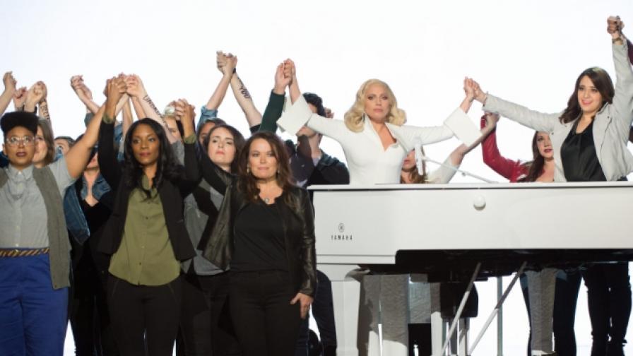 """Гага просълзи публиката на """"Оскар""""-ите (видео)"""