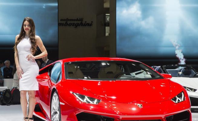 Конференция за криптовалути посрещна с чужди скъпи коли