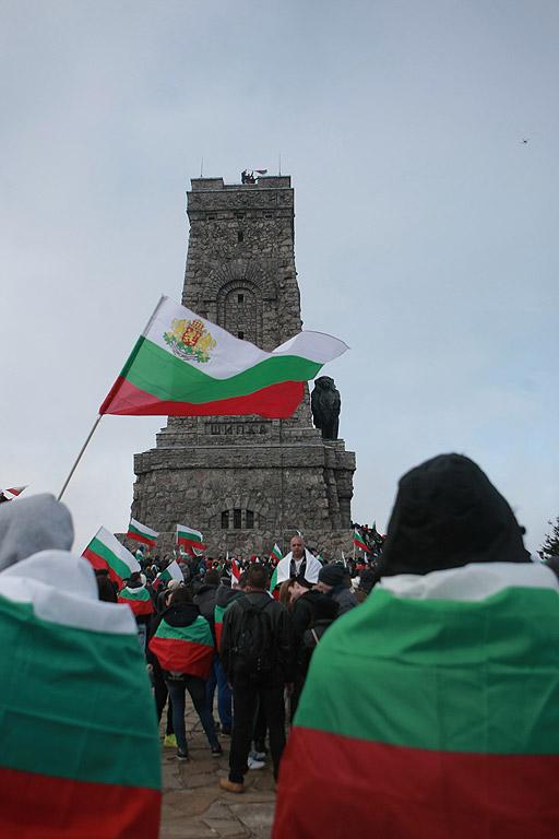 За националния празник 3 март десетки хиляди българи днес се качиха на връх Шипка, за да участват в тържествата по случай 138-мата годишнина от Освобождението на България от турско робство