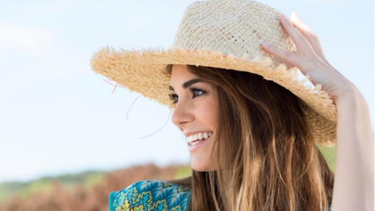 жена младост шапка лято море приятелки