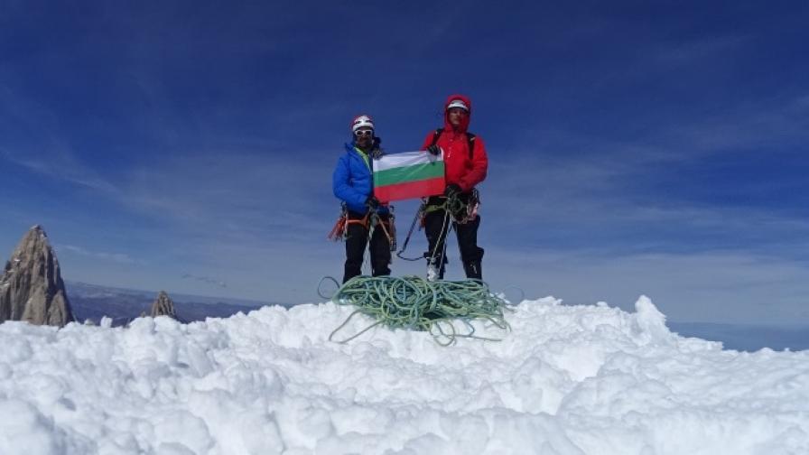 За първи път българи в короната на Патагонските Анди