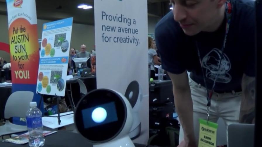 Представиха първия по рода си социален робот за дома