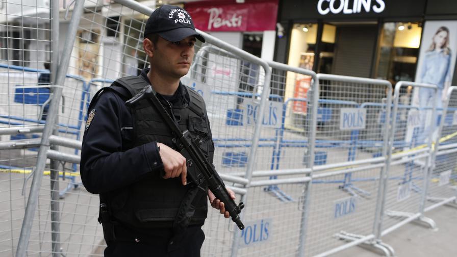 Кола-бомба се взриви в Турция, седем загинали