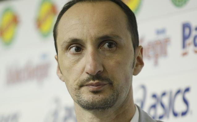 Българският гросмайстор Веселин Топалов се наложи с белите фигури над