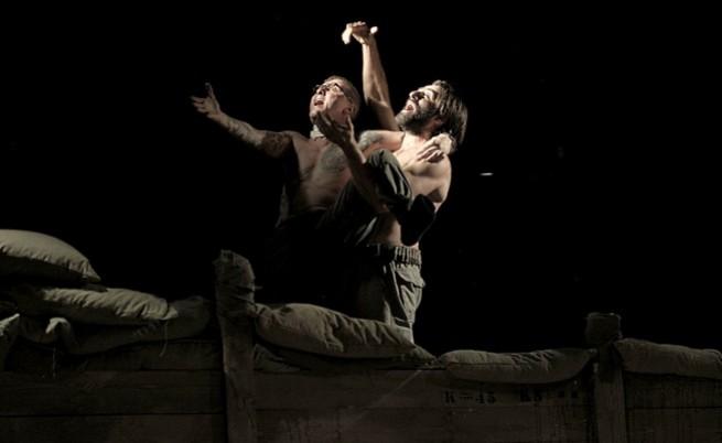 """Валери Йорданов и Филип Аврамов в """"Ничия земя"""" на сцената на Народния театър"""