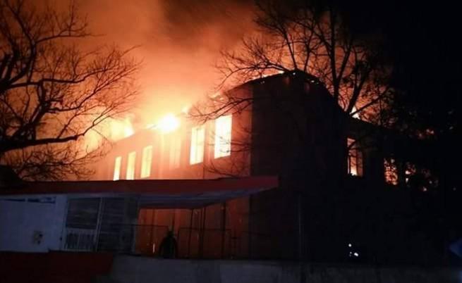 Пожар в училище в Карнобат