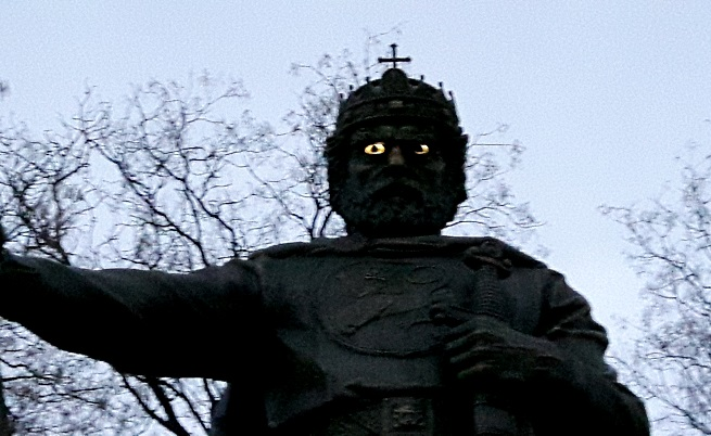 Очите на паметника на цар Самуил угаснаха