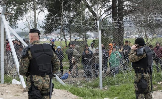 Подтикват бежанците в Гърция да пробият границата