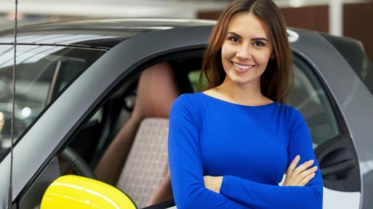 кола жена автомобил