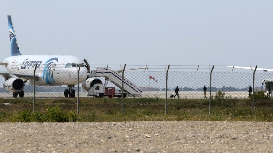 Из социалните мрежи: Селфи с похитителя на самолета