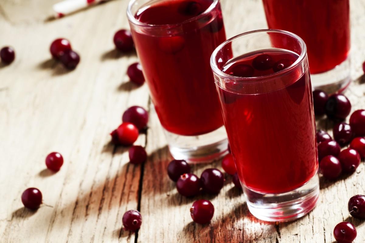Сок от червена боровинка - предпазва от инфекции на пикочните пътища. Освен това червената боровинка е добър растителен източник на особено важните за метаболизма омега-3 мастни киселини.