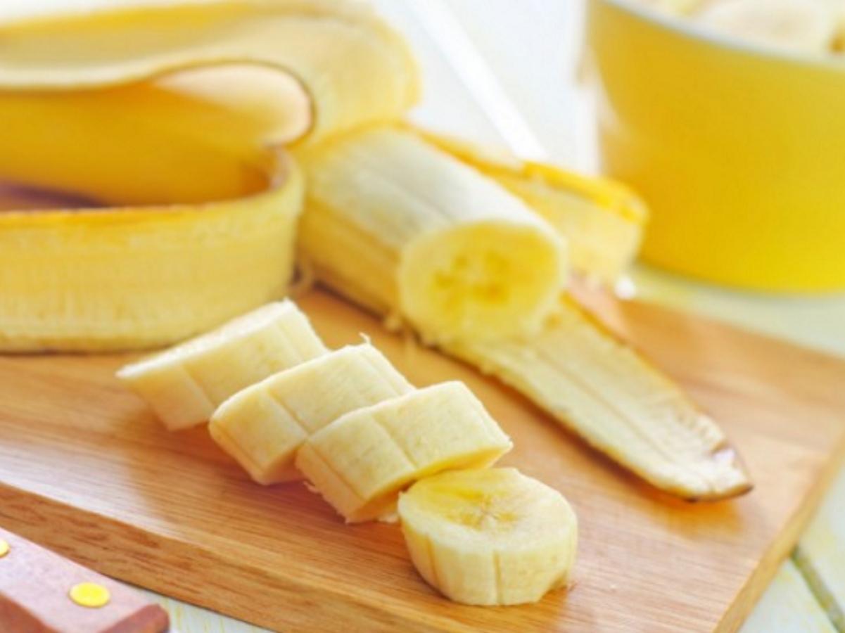 Банани - те са най-добрият източник на здравословни въглехидрати и засищат апетита за дълго време. Може да добавите парченца банан към овесени ядки илив комбинация с кисело мляко. Вкусът на бананите е сладък и затова няма нужда да добавяте допълнителни подсладители.