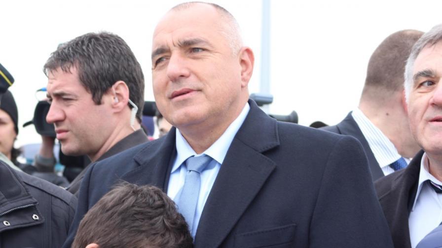 Борисов към журналист: Това напиши - хуманни сме