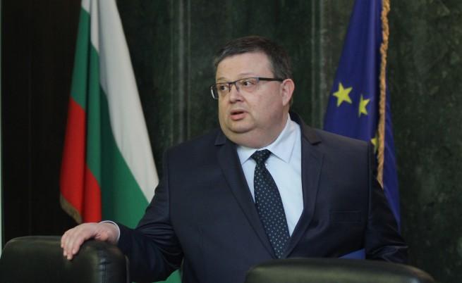 Цацаров иска забрана за носенето на бурки