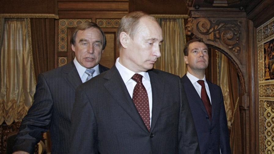 Ролдугин, Путин, който това е премиер и Медведев, снимани през 2009 година