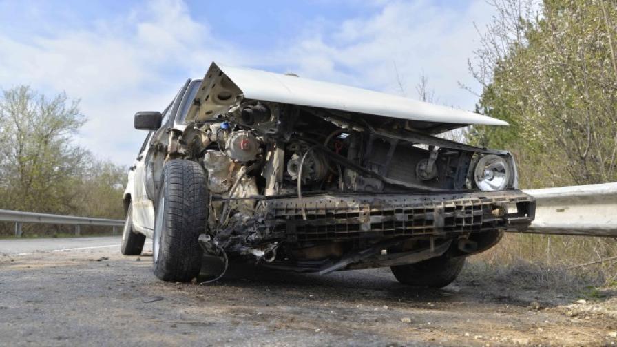 19-годишна загина в катастрофа, две момичета ранени