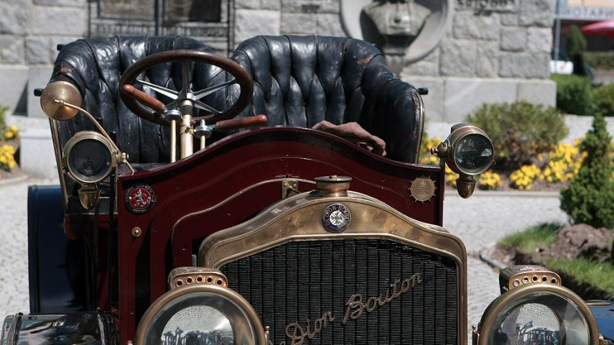 Най-старата кола в България е на 110 години. Вижте я