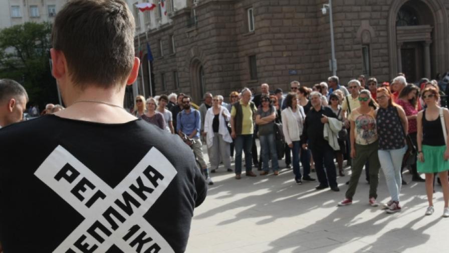 Защо културни дейци излязоха на протест