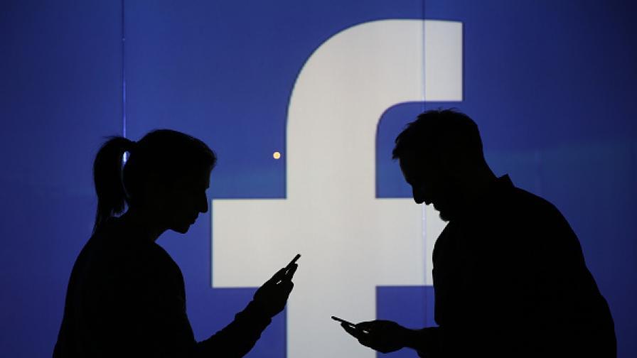 """Скандал с """"Фейсбук"""", викат Зукърбърг в Лондон"""