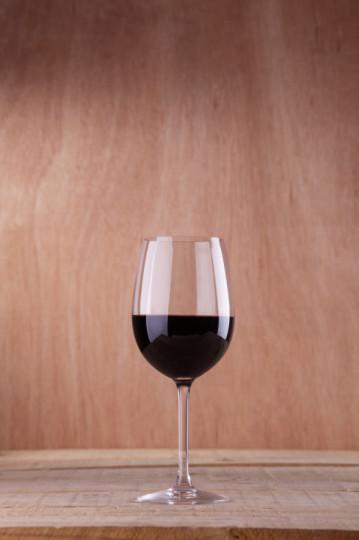 Червено вино: Твърде много червено вино може да ви накара да не си спомняте предната вечер. Но в правилно количесто, ефектът е огромен. Виното е източник на ресвератрол, който стимулира растежа на невроните и подобрява производителността в хипокампуса.