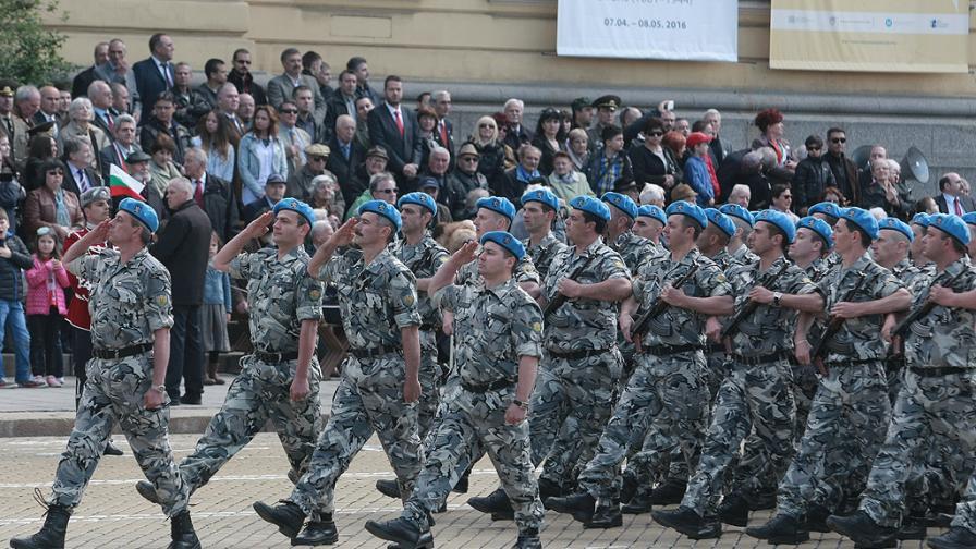 Защо няма войници за българската армия