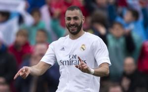 Карим Бензема подновява договора си с Реал Мадрид
